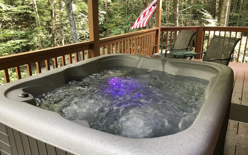 HONEYMOON DELUXE CABIN NEW HOT TUB INSTALLED 10-11-19